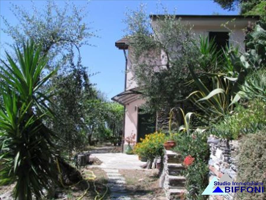Villa in vendita a Cogorno, 5 locali, prezzo € 300.000   CambioCasa.it