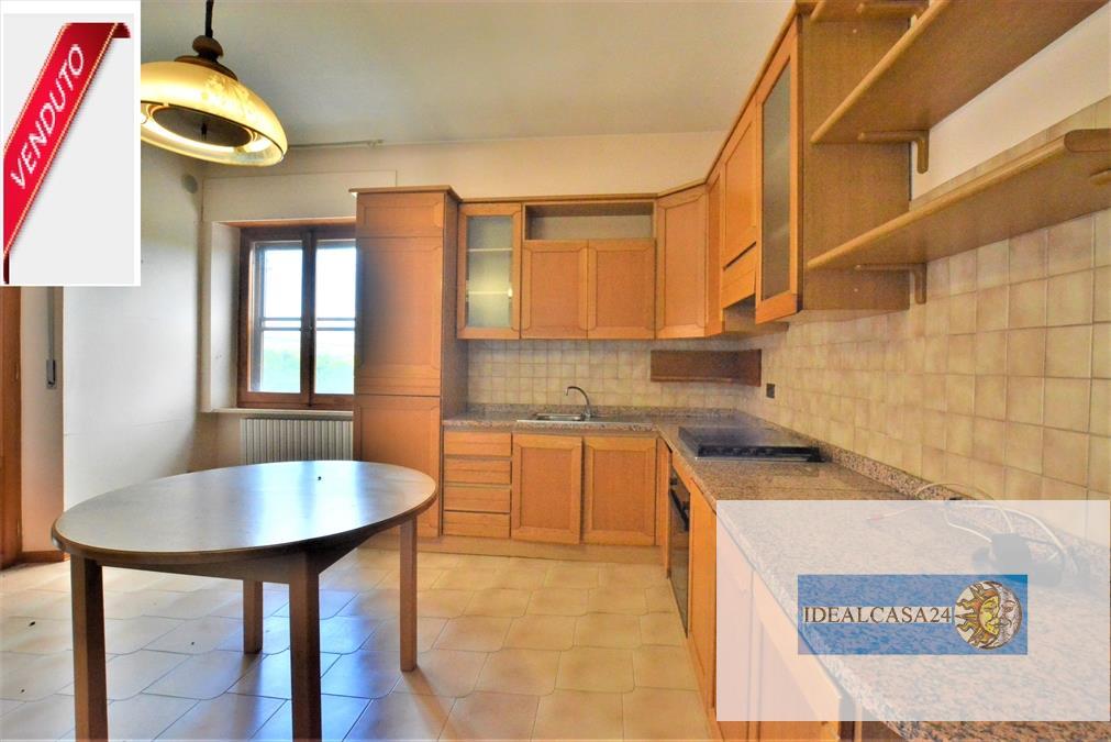 Appartamento in vendita a Pollenza, 5 locali, prezzo € 87.000 | CambioCasa.it