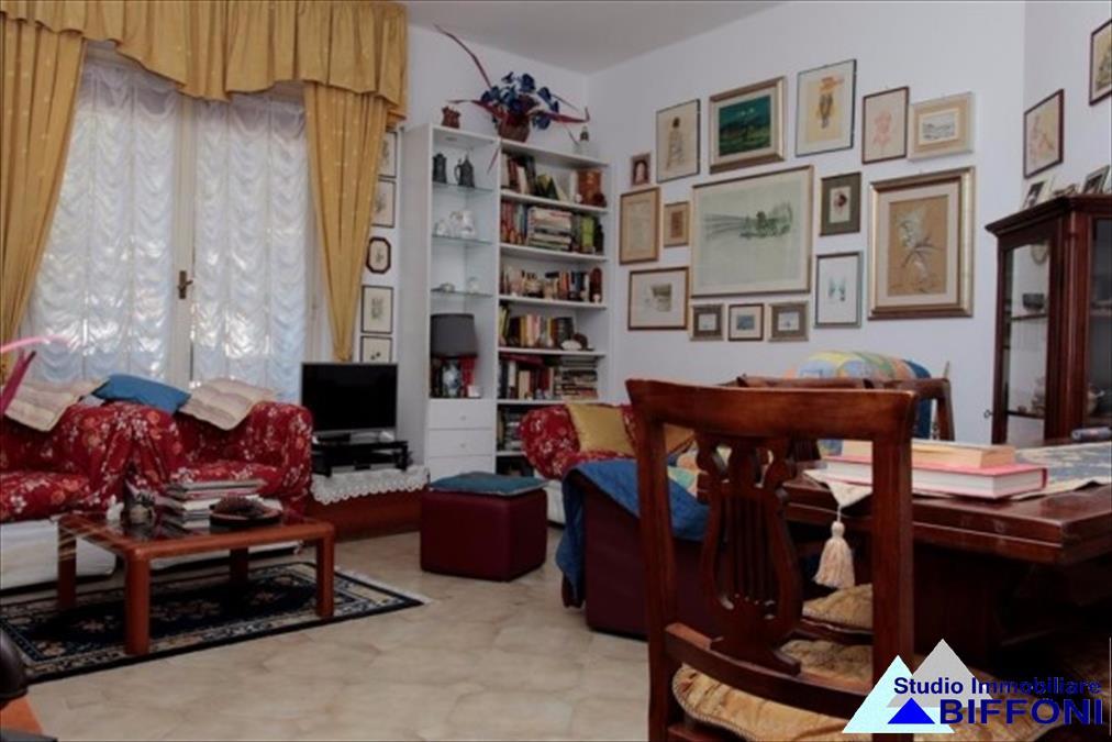Appartamento in vendita a Chiavari, 5 locali, prezzo € 299.000 | CambioCasa.it
