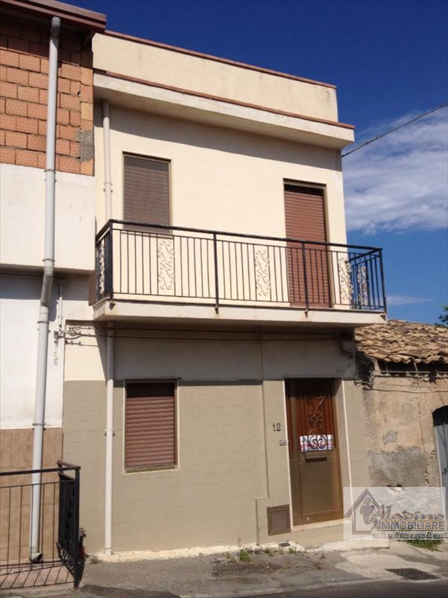 Soluzione Indipendente in vendita a Reggio Calabria, 4 locali, prezzo € 45.000 | CambioCasa.it