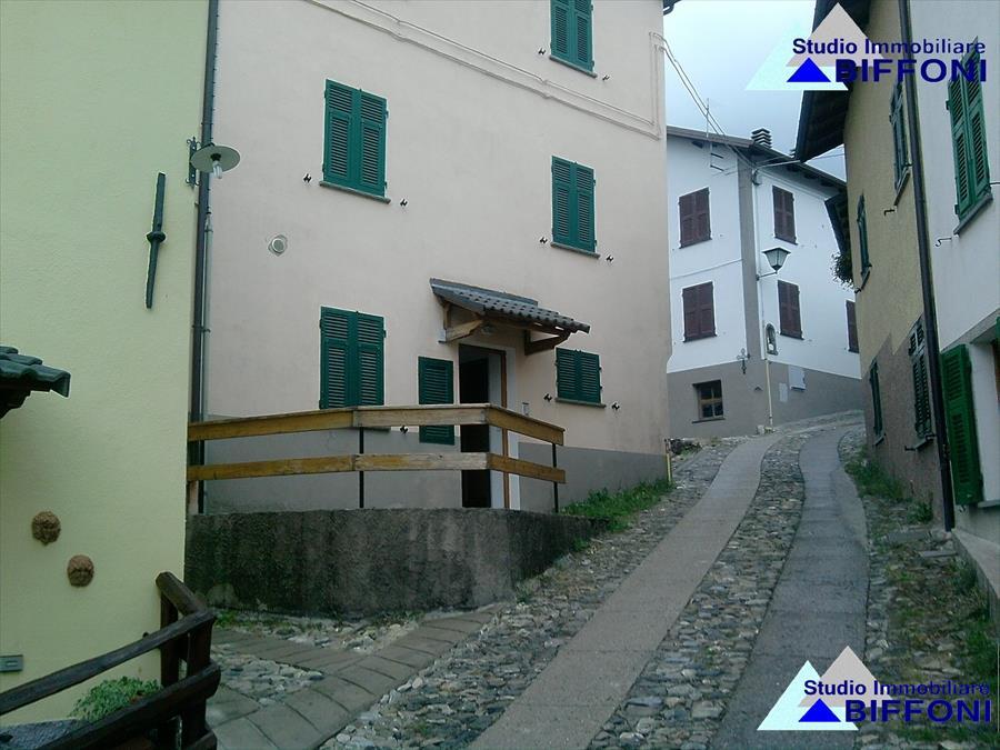Appartamento in vendita a Santo Stefano d'Aveto, 4 locali, prezzo € 75.000 | Cambio Casa.it