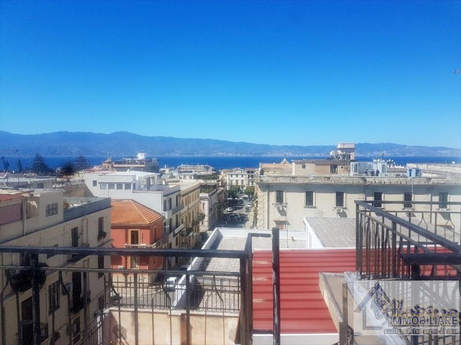 Appartamento in vendita a Reggio Calabria, 7 locali, prezzo € 220.000 | CambioCasa.it