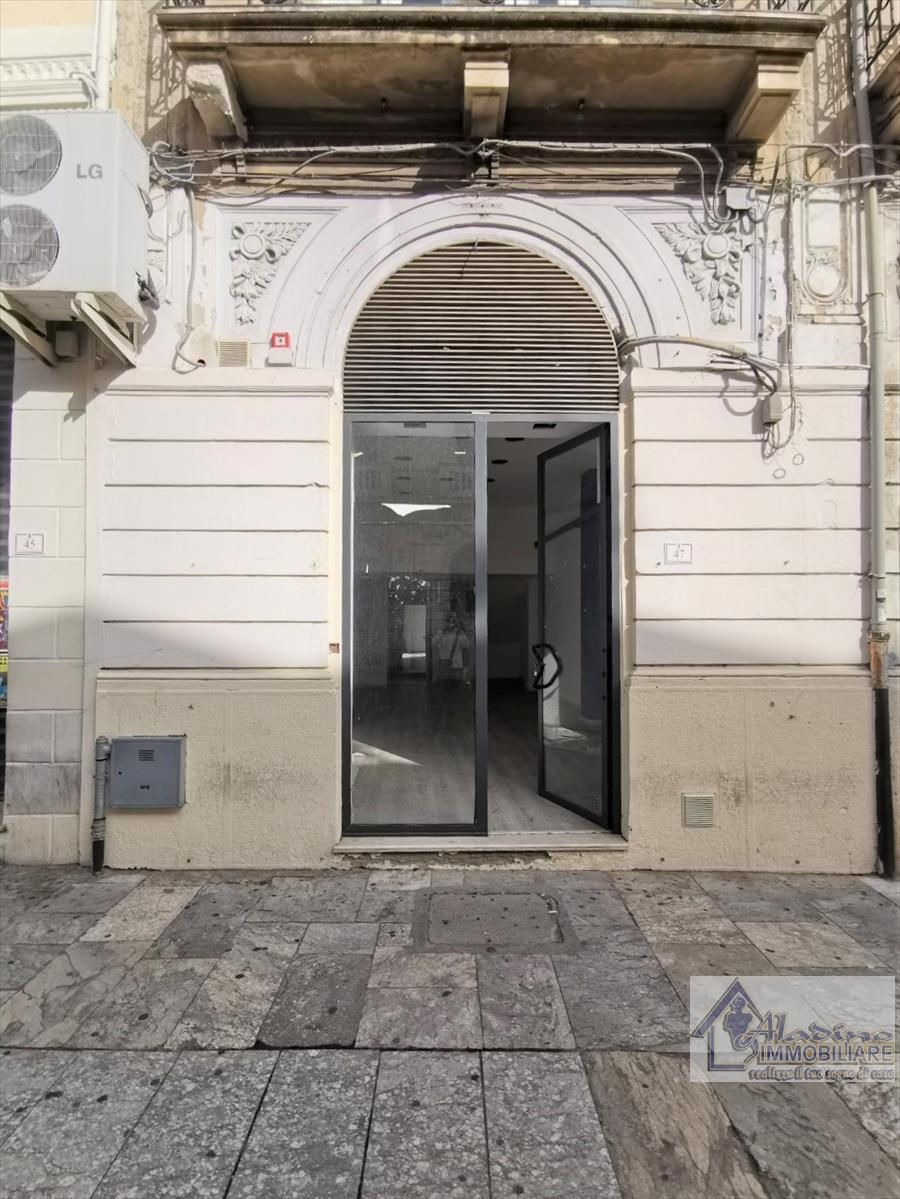 Negozio / Locale in vendita a Reggio Calabria, 2 locali, prezzo € 340.000 | CambioCasa.it
