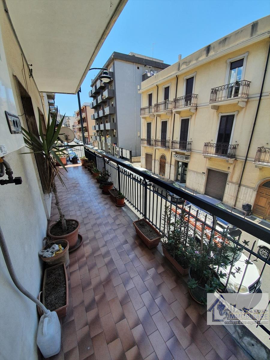 Appartamento in vendita a Reggio Calabria, 5 locali, prezzo € 140.000 | CambioCasa.it