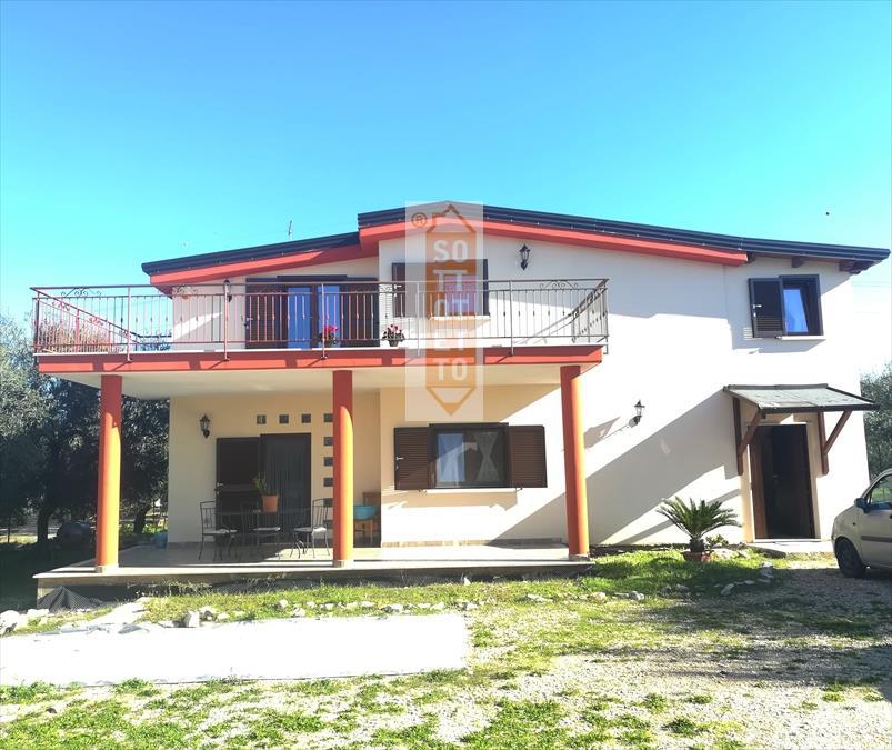 Villa in vendita a Corato, 3 locali, prezzo € 200.000 | CambioCasa.it