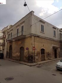 Subito dopo l'estramurale (tratto compreso tra via Ruvo ed il viale della Stazione Bari - Nord)